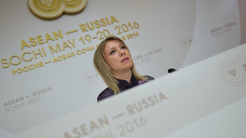 Захарова прокомментировала иск о запрете на выезд Порошенко
