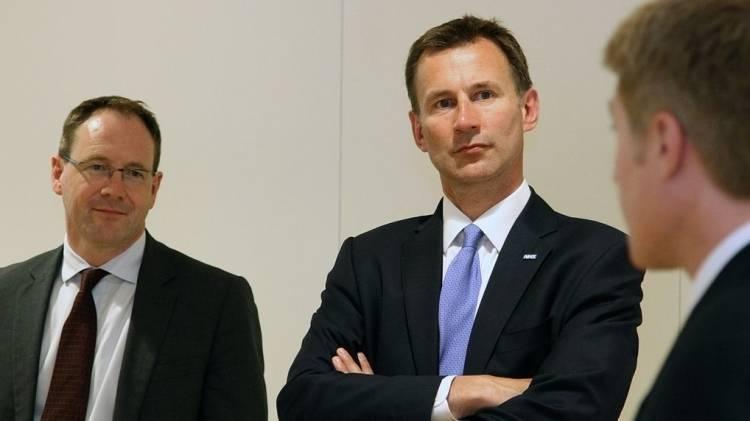 Глава Форин-офиса Британии назвал Мэй истинным госслужащим