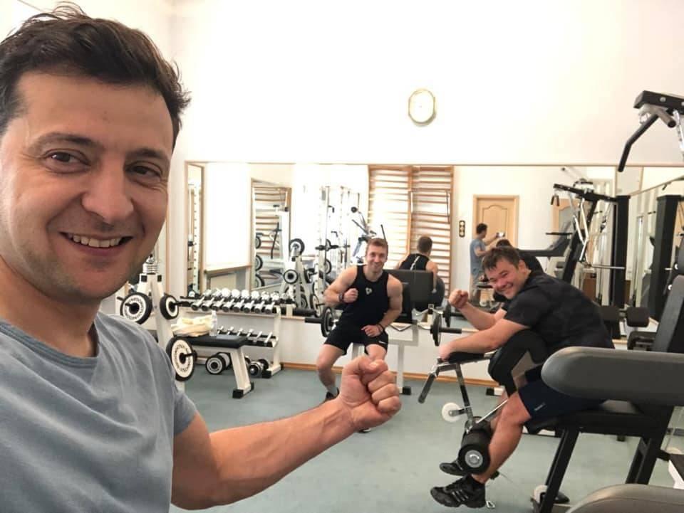 Хоть гантели не украли: Зеленский показал фото из спортзала своей администрации   Политнавигатор
