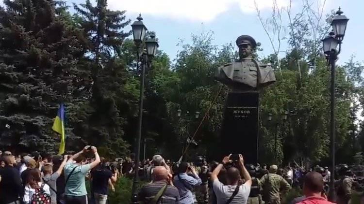 Минобороны прокомментировало снос памятника Жукову в Харькове