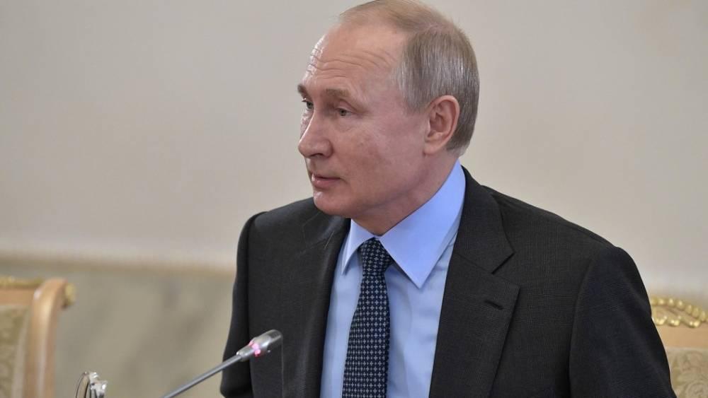 """""""Одно дело кого-то играть, а другое дело - быть кем-то"""": Слова Путина о Зеленском вызвали смех и аплодисменты"""