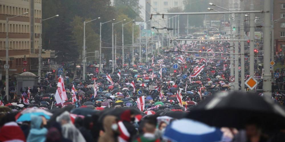 Пока силовики угрожают боевым оружием. Белорусов призывают выйти на марш в воскресенье и требовать выполнения народного ультиматума