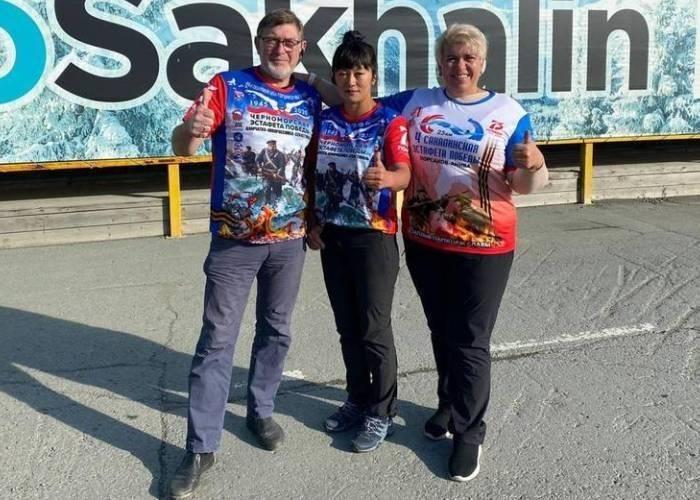 Трое сахалинских пловцов проплыли эстафету Победы от Новороссийска до Севастополя