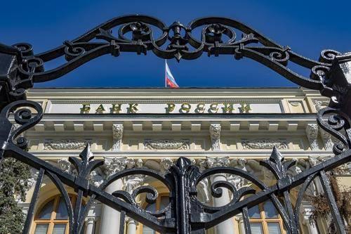 Ученый Валентин Катасонов заявил об опасности быстрого краха экономики России