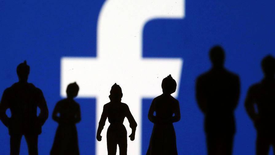Facebook советует сотрудникам не носить символику компании публично после бана Трампа