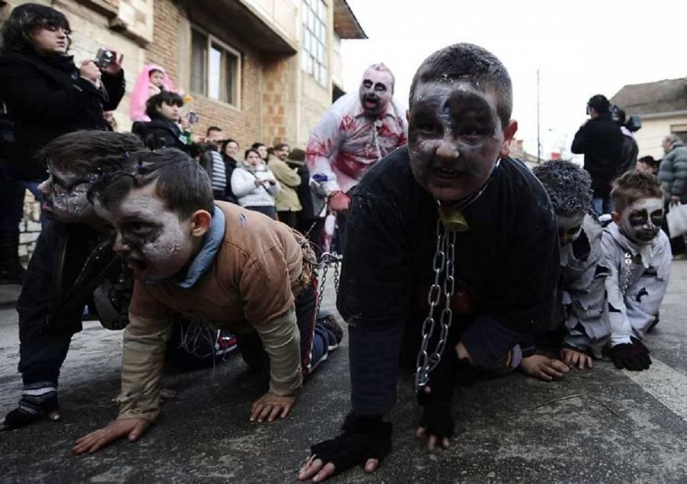 Спецназ разогнал карнавал, вышедший на улицу в карантин