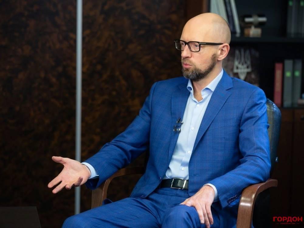 Когда страна в кризисе, голосовать за актеров и спортсменов нельзя – Яценюк
