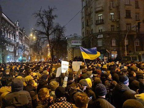Под офисом Зеленского в Киеве прошла акция протеста против приговора Стерненко (ФОТО)