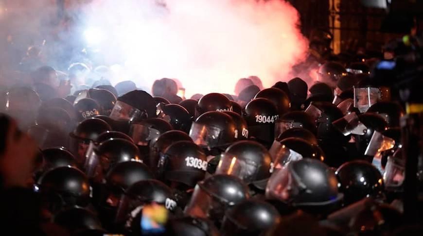 В Киеве произошли столкновения протестующих с полицией, пострадали десятки человек