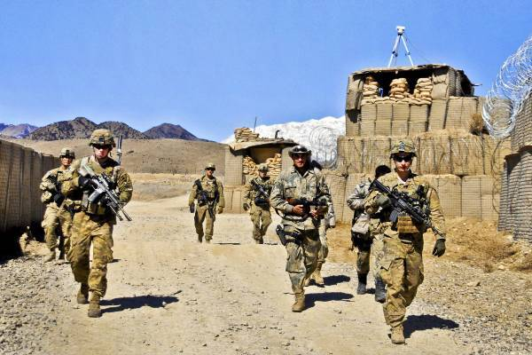 Два экс-шефа Пентагона советуют не выполнять условия договора с талибами