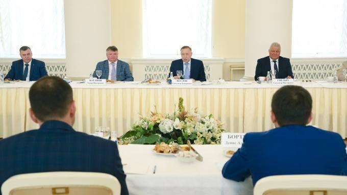 Губернатор Петербурга поблагодарил предпринимателей за помощь в период пандемии
