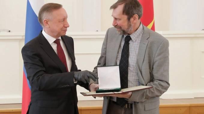 Петербуржцы получили по 300 тыс. рублей за достижения в области науки и техники