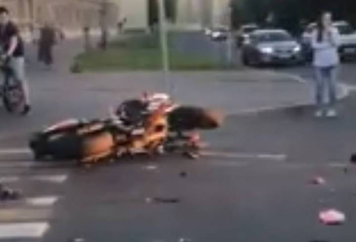 Два мотоциклиста попали в серьезную аварию в Кировском районе Петербурга