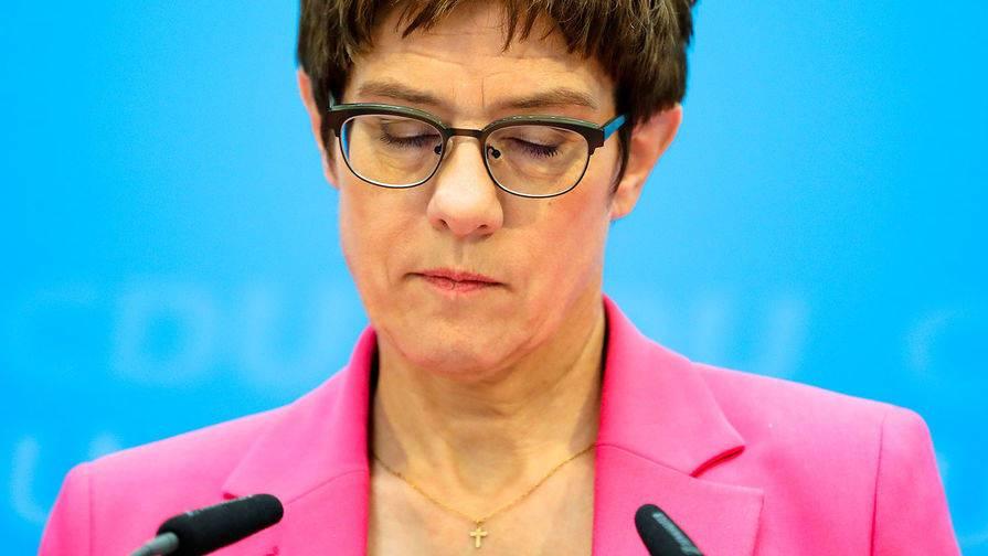 Министр обороны ФРГ прокомментировала неонацистскую вечеринку в Литве
