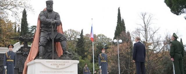 Владимир Путин побывал на открытии памятника императору Александру III