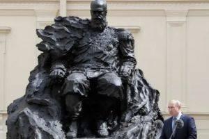 На памятнике, который открыл Путин, нашли ошибку. ФОТО