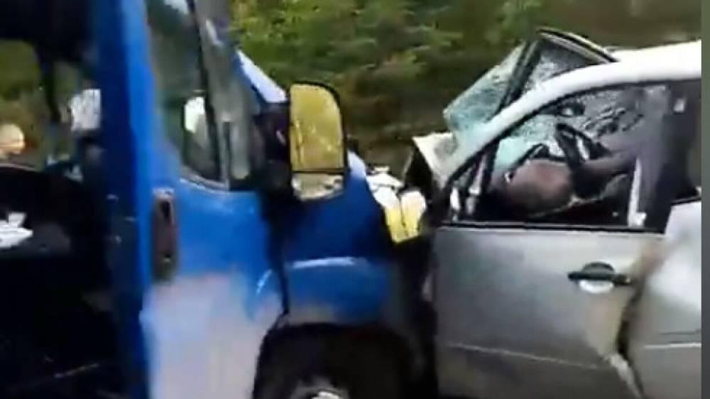 Жуткая авария на трассе в Ленобласти унесла жизни двух человек