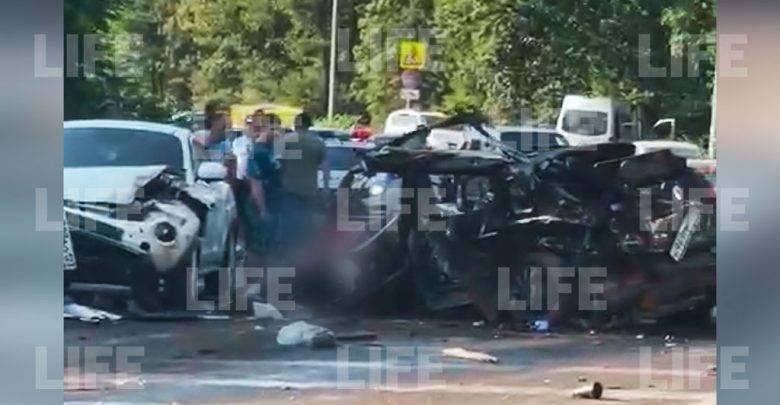 Пять человек погибли в массовом ДТП с КамАЗом на трассе в Крыму