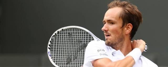Даниил Медведев уверенно обыграл Карлоса Алкараса Гарфию и вышел в третий круг Уимблдона