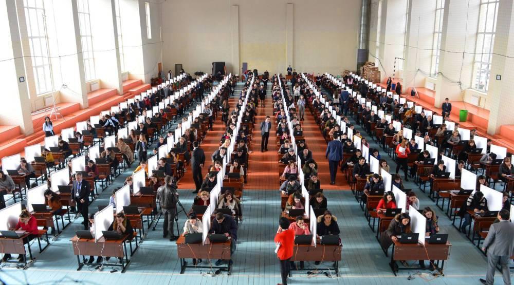 В Азербайджане тестовые экзамены сегодня сдают более 3 тыс. учителей