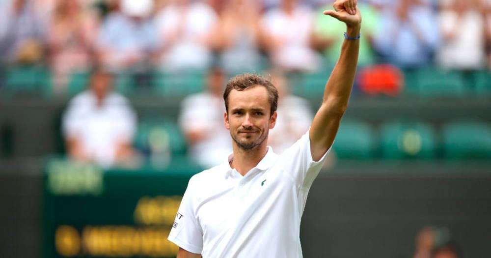 Вторая ракетка мира Даниил Медведев победил в третьем круге Уимблдона