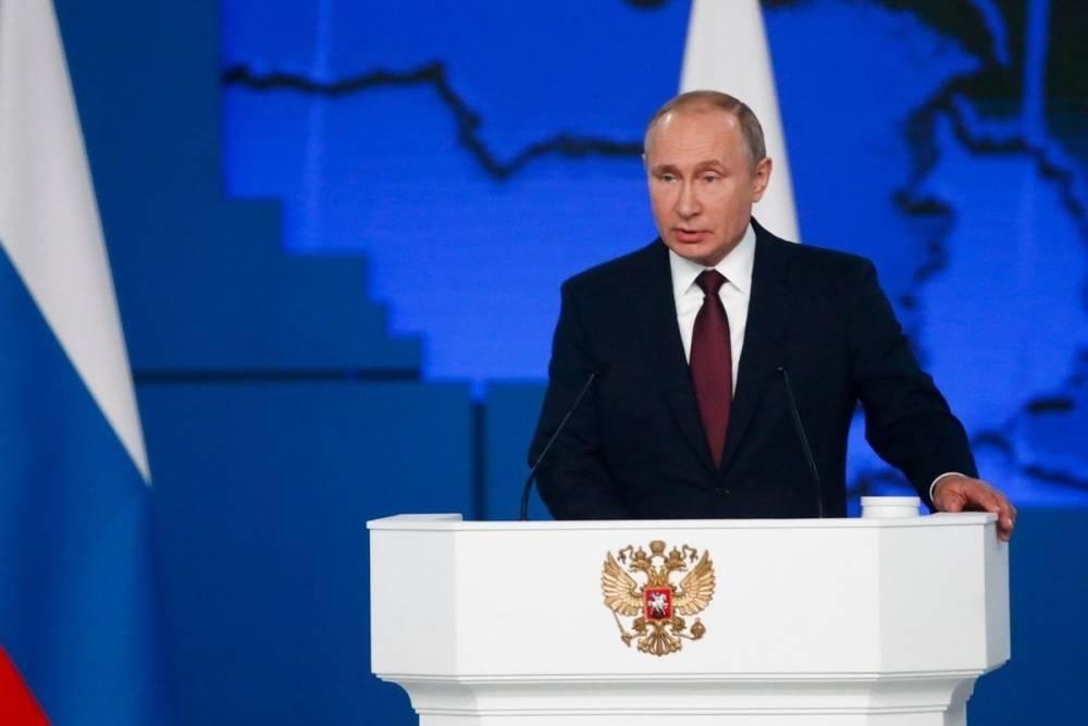 Песков объяснил, почему Путин не носит военную форму