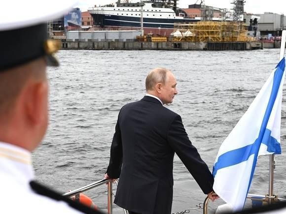 В Кремле объяснили, почему Путин не носит военную форму