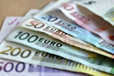 ЦБ РФ понизил официальные курсы евро и доллара на 2 октября