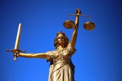 Обвиняемому в убийстве Флойда экс-полицейскому разрешили покинуть штат
