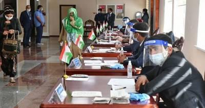 Наблюдатели от СНГ назвали выборы в Таджикистане открытыми и конкурентными