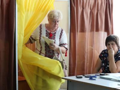 Центризбирком аккредитовал более 200 официальных наблюдателей для работы на местных выборах