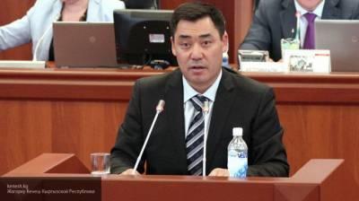 Премьер Жапаров собирается обсудить отставку президента Киргизии