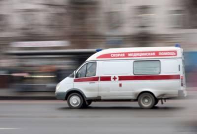 Рабочий упал с третьего этажа в центре Петербурга