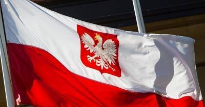 Дистант и свадьбы без танцев: в Польше ужесточают ограничения из-за коронавируса