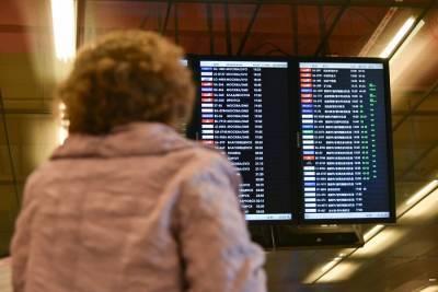 Почти 30 рейсов задержали и отменили в Москве