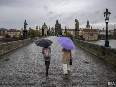 В Чехии зафиксирован рекордный суточный прирост пациентов с COVID-19. За две недели общее число заболевших удвоилось