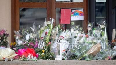 Прокуратура Франции назвала Москву местом рождения напавшего на учителя