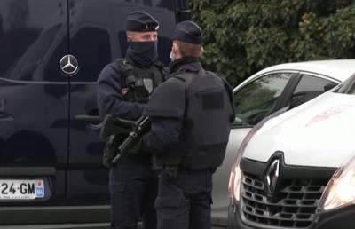 Девять человек взяты под стражу после жестокого убийства учителя под Парижем