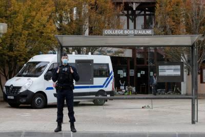 Во Франции задержали еще одного человека по делу об убийстве учителя