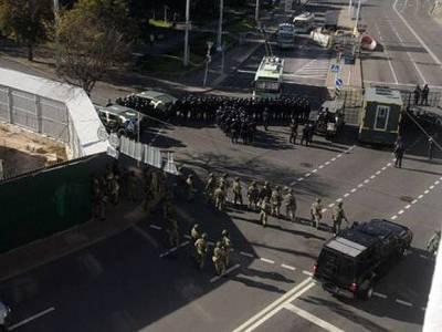 Десятки тысяч протестующих вышли на «Партизанский марш» в Минске — омоновцы ответили брутально (фото, видео)