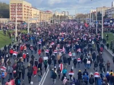 """В Минске завершился """"Партизанский марш"""": 30 тысяч протестующих, стрельба, взрывы"""