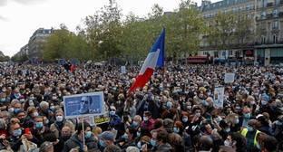 Журналисты объяснили роль властей в дискуссиях о Charlie Hebdo и убийстве учителя
