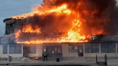 В Чите утром сгорел крытый рынок