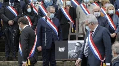 После убийства учителя исламистами во Франции закрыли мечеть