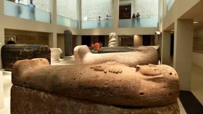 Вандалы повредили более 70 экспонатов на «Музейном острове» в Берлине: причина в теории заговора?