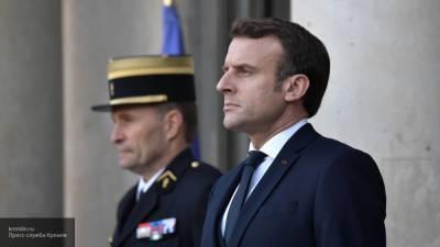 Макрон назвал убитого под Парижем учителя лицом Французской Республики