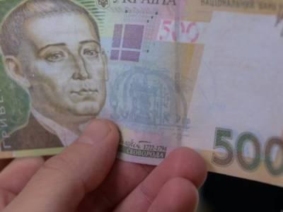 Двое мужчин мошенничали возле терминала с 500-гривневой купюрой: пополнили счет на фиктивную сумму и были задержаны