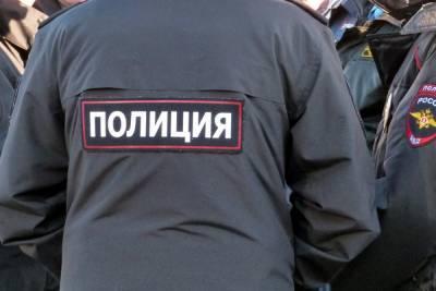После падения женщины из окна на юге Петербурга по подозрению в убийстве задержали ее сына