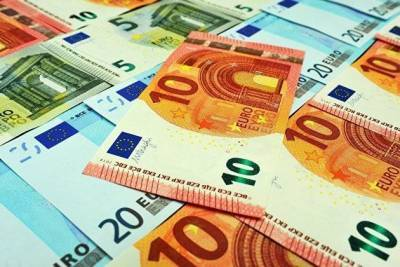 Рост курса евро к доллару ускорился на макростатистике