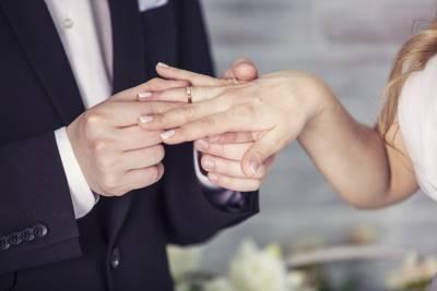 Воробьев призвал отложить празднования свадеб для избежания новых мер по борьбе с COVID-19